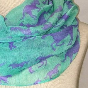 Accessories - RUNNING Horses Infinity Scarf #hundredsofscarves